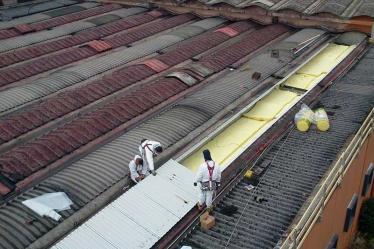 Fasi di lavorazione per rimozione amianto da fabbricato