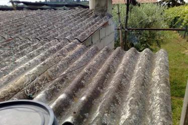 Copertura con tetto in amianto