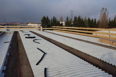 Posa guarnizioni chiudigreca su nuova copertura Cantiere Fratelli Sartori