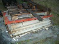 Lastre di amianto rimosse da copertura in eternit di un fabbricato industriale